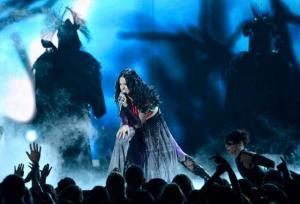Katy-Perry-Juicy-J-Dark-Horse-Grammys-Performance